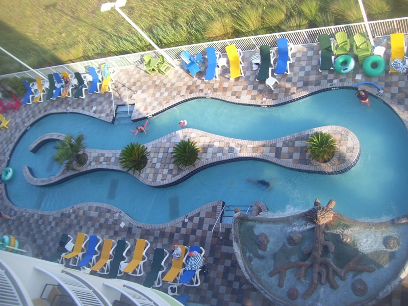 towers-on-the-grove-lazy-river