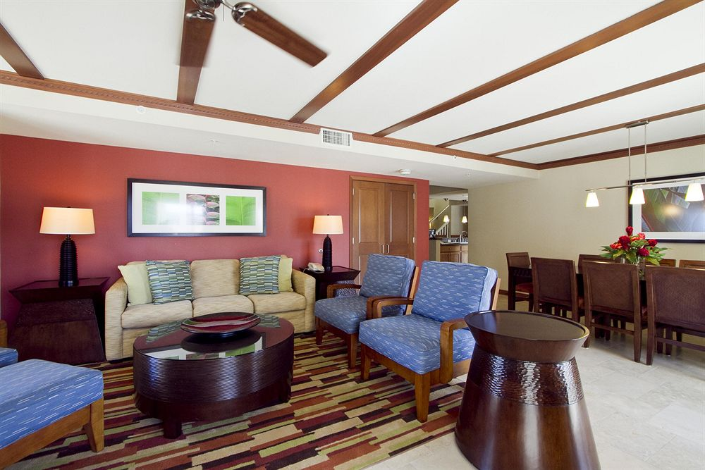 presidential-suite-living-room-